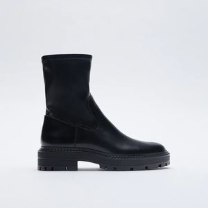 NWT. Zara Mid Heel Ankle Boots. Size 9.